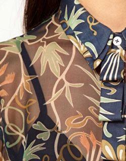 NAHM  Camisa de seda con flores oscuras de Nahm en