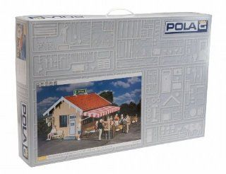 POLA G SCALE MODEL TRAIN BUILDINGS   STATION PUB WITH BEER GARDEN   331013 Toys & Games