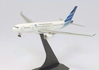 Dragon Models Garuda Indonesia A330 200   New Livery Diecast Aircraft, Scale 1:400: Toys & Games