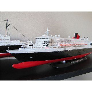 Queen Mary II Ocean Liner 1/700 Revell Germany Toys & Games