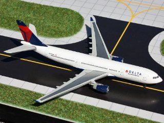 GeminiJets 1:400 Delta Air Lines A330 200 (N857NW): Toys & Games