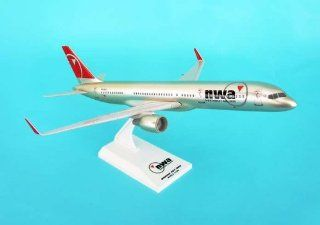 Sky Marks Northwest Airlines 737 200 Model   1150 Scale Toys & Games