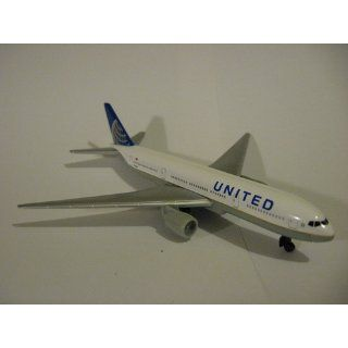 United Airlines 777 airplane toy plane, RT6266 Toys & Games