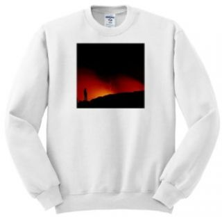 VWPics Volcanoes   A man (MR) gets a close look at lava flowing into the Pacific Ocean, Volcanos National Park, Hawaii   Sweatshirts Clothing