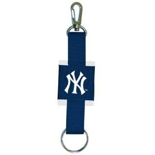New York Yankees MLB Logo Key Chain  Sports Related Key Chains  Sports & Outdoors