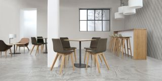 Morph Bar stool   Leather seat   H 80 cm Natural oak structure/Beige leather upholstered  /Raspberry by Zeitraum
